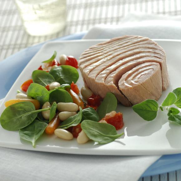Salát z tuňáka a cannellini s oreganem